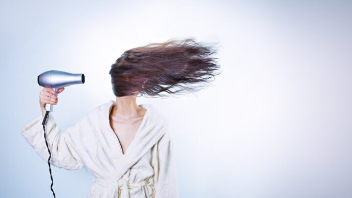 wypadanie włosów a suszenie włosów